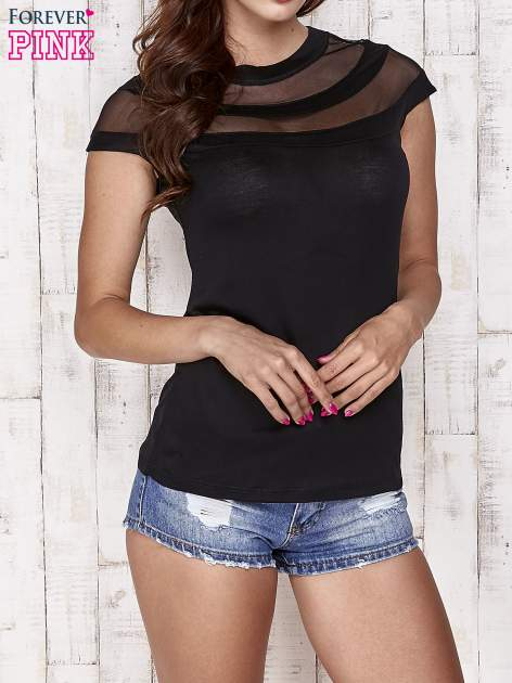 Czarny t-shirt z ażurową górą
