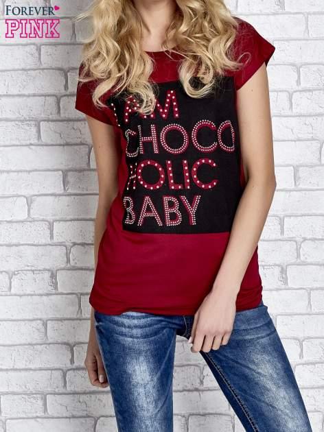 Czerwony t-shirt z napisem I AM CHOCOHOLIC BABY