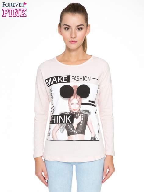 Jasnoróżowa bluzka w stylu fashion