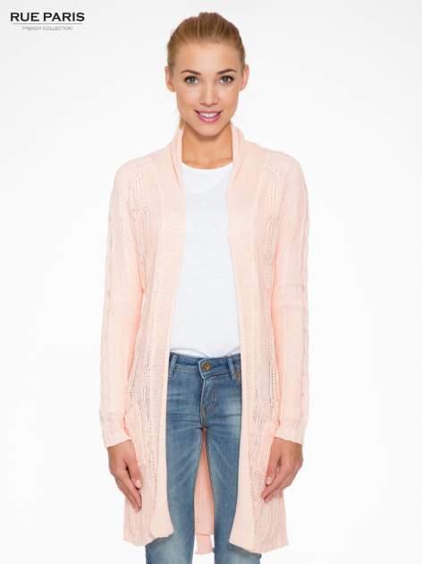 Jasnoróżowy ażurowy długi sweter typu kardigan z paskiem