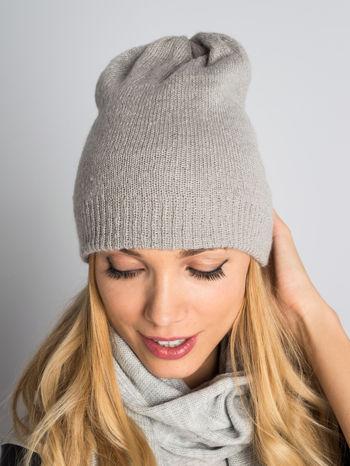 Jasnoszara czapka beanie o prostym splocie