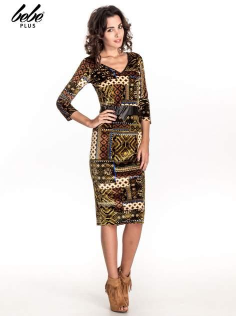 Khaki sukienka midi w patchworkowy wzór ze skórzaną wstawką