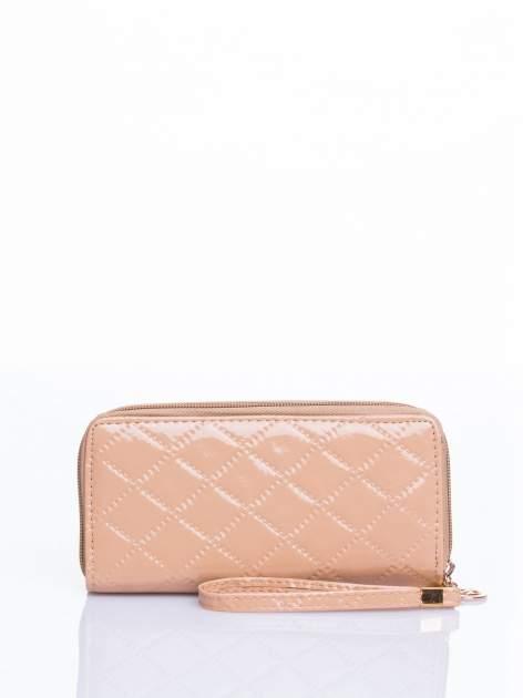 Kremowy lakierowany pikowany portfel