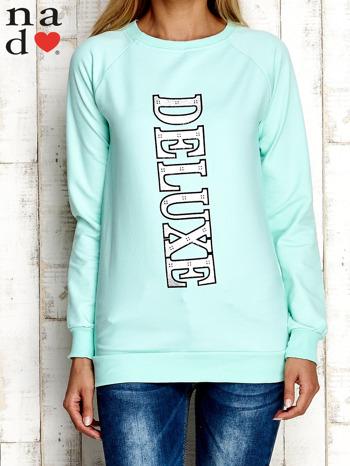 Miętowa bluza z napisem DELUXE