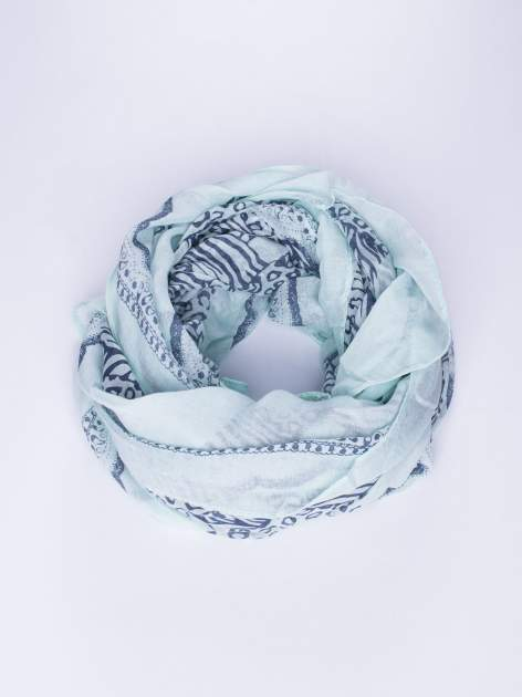 Miętowa chusta w kratę animal print