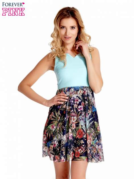 Miętowa sukienka z kwiatowym dołem