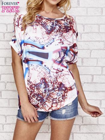 Niebieska bluzka koszulowa z abstrakcyjnym nadrukiem