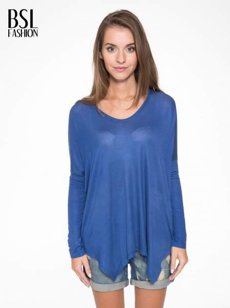 Niebieska bluzka z asymetrycznym cięciem na dole