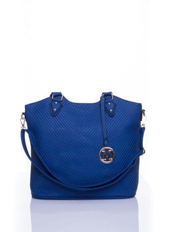 Niebieska torebka fakturowana w pasy