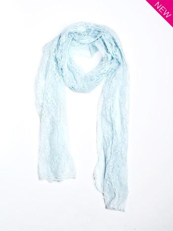 Niebieski szal koronkowy