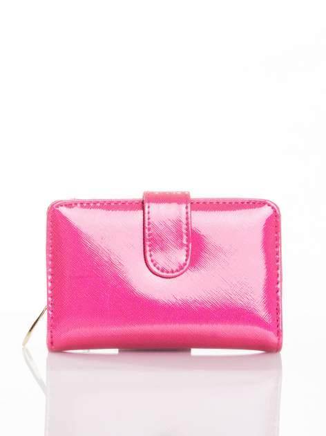 Różowy portfel efekt skóry saffiano