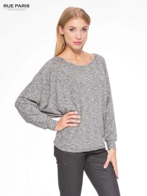 Szary melanżowy sweter z nietoperzowymi rękawami