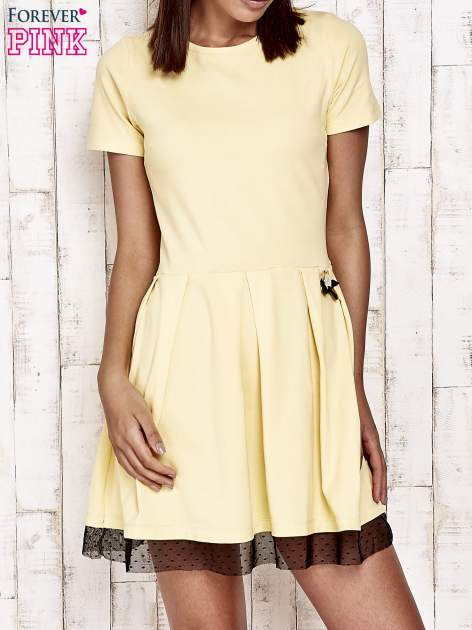 Żółta sukienka dresowa z tiulem w groszki
