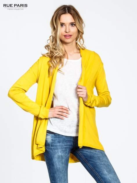 Żółty otwarty sweter narzutka z dłuższym tyłem