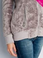 Beżowa włochata bluza z kapturem i suwakami