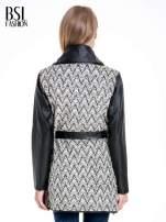 Beżowo-czarny wzorzysty wełniany płaszcz ze skórzanymi rękawami