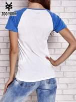 Biało-niebieski t-shirt z motywem Statuy Wolności