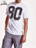 Biały t-shirt męski  z nadrukiem cyfr