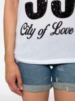 Biały t-shirt z nadrukiem NEW YORK 55 i siatkowymi rękawami