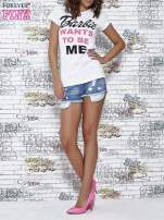 Biały t-shirt z napisem BARBIE WANTS TO BE ME