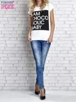 Biały t-shirt z napisem I AM CHOCOHOLIC BABY