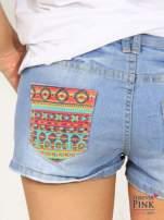 Błękitne szorty jeansowe z azteckim wzorem