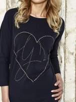 Ciemnoszara sukienka dresowa z sercem z dżetów