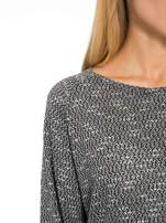 Czarna bluzka oversize z nietoperzowymi rękawami