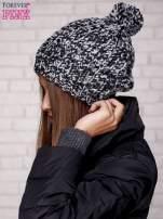Czarna czapka z melanżową nicią