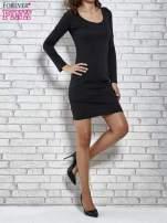 Czarna gładka sukienka z dekoltem na plecach