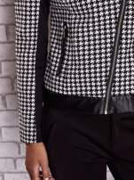 Czarna kurtka ramoneska w pepitkę ze skórzanymi wstawkami