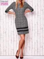 Czarna sukienka z graficznym nadrukiem i materiałowymi wstawkami