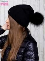 Czarna wełniana czapka z futrzanym pomponem