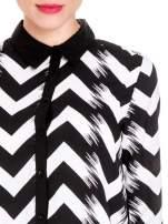 Czarno-biała koszula w geometryczny wzór