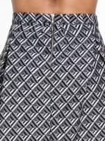 Czarno-biała spódnica midi w geometryczny wzór I