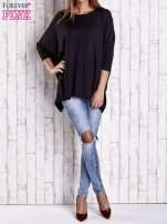 Czarny długi sweter oversize z nietoperzowymi rękawami