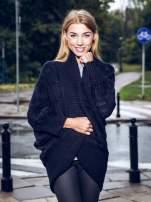 Czarny dziergany sweter typu otwarty kardigan