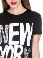 Czarny t-shirt z napisem NEW YORK z cekinami