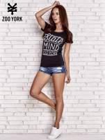 Czarny t-shirt z napisem STATE OF MIND