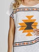 Ecru t-shirt we wzory azteckie z dżetami