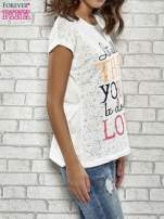Ecru t-shirt z napisem LET ALL THAT YOU DO BE DONE IN LOVE