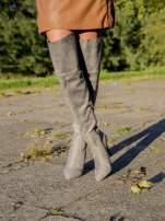 Jasnoszare zamszowe kozaki na szpilkach za kolano