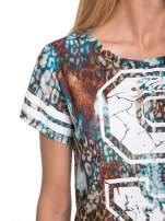 Khaki t-shirt typu crop top z numerkiem