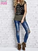 Khaki t-shirt z napisem I AM CHOCOHOLIC BABY