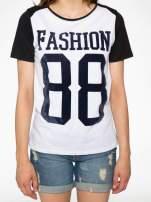 Melanżowo-czarny t-shirt z nadrukiem FASHION 88