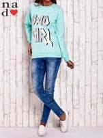 Miętowa bluza z napisem BAD GIRL