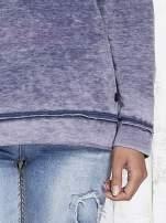 Niebieska dekatyzowana bluza z surowym wykończeniem