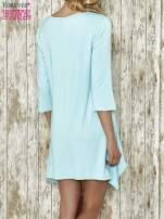 Niebieska sukienka damska z nadrukiem kotów
