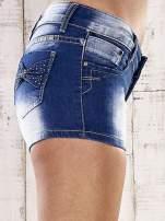 Niebieskie szorty jeansowe z kokardami na kieszeniach