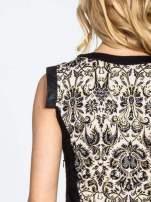 Ornamentowa sukienka z czarnymi modułami
